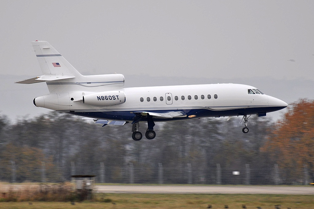 Falcon 900 N860ST, PIONEER PRIVATE LEASING INC.,  St Paul Holman Fld (KSTP) - Gander Int. (CYQX) - Ostrava, 04.11.2011
